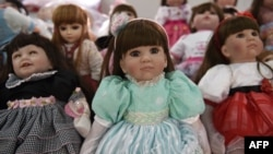 """""""Luk thep"""" (child angels) dolls are displayed at the Economic Crime Suppression Division after more than 100 of them were seized in separate raids, in Bangkok, Jan. 26, 2016."""