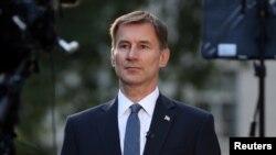英國外相亨特2019年6月24日在倫敦住宅外。