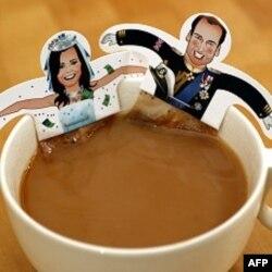 Túi trà có hình Hoàng tử Anh William và cô Kate Middleton ở London