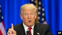 Trump también prometió prohibir la entrada temporalmente a los musulmanes, aunque recientemente trató de retractar esas declaraciones.