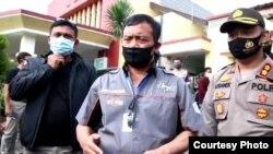 Kapolda Jawa Tengah, Irjen Pol Achmad Luthfi (tengah) memberi penjelasan kepada wartawan di RSUD Karanganyar, Minggu (21/6). (Tangkapan layar)