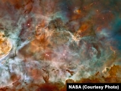 Hubble's image of the dark clouds of the Carina Nebula