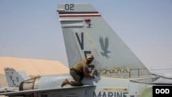 """美国海军陆战队的一架F/A-18""""大黄蜂""""战斗机(美国军方2018年9月17日)"""