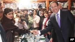 امریکی نائب وزیر خارجہ تھامس نائیڈز پاکستانی وزیرخارجہ حنا ربانی کھر سے ملاقات