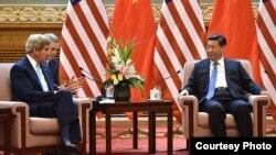美国国务卿克里会晤中国国家主席习近平(国务院照片)