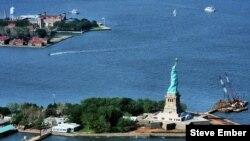 Más de 200 artículos de inmigrantes que llegaron a NY a través de Ellis Island a principios del Siglo XX volverán a exhibición.