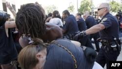 Главу университетской полиции отстранили за разгон демонстрантов
