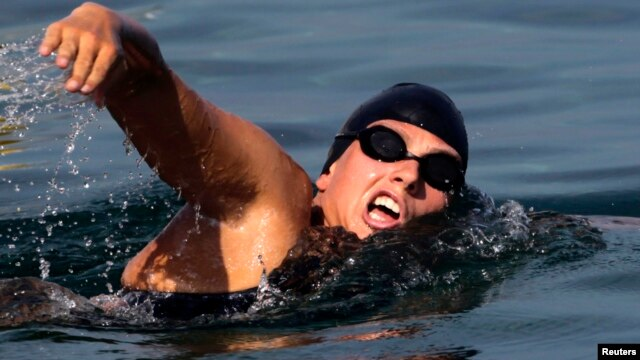Australian long-distance swimmer Chloe McCardel starts her attempt to swim to Florida from Havana June 12, 2013