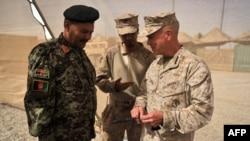 ABD Deniz Piyadeleri komutanı Orgeneral General James Amos Afganistan'da