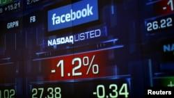 Numerosos usuarios se quejaron por Twitter de la caída de Facebook dando pie a rumores de sabotaje.