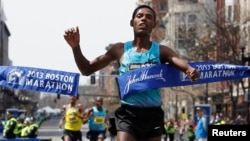 Lelisa Desisa Benti of Ethiopia crosses the finish line to win the men's division of the 117th Boston Marathon in Boston, Massachusetts April 15, 2013.