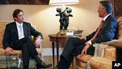 Thủ tướng Pedro Passos Coelho (trái) và Tổng thống Anibal Cavaco Silva của Bồ Đào Nha