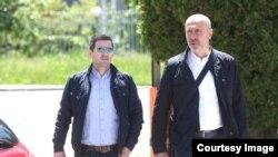 Nermin Alešević i advokat Ifer Feraget dolaze u Sud BiH. (Foto: BIRN BiH)