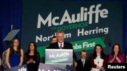 Ông McAuliffe của Ðảng Dân chủ đã thắng sít sao trước ứng cử viên Ken Cuccinelli của phong trào chính trị bảo thủ Tea Party tại bang Virginia.