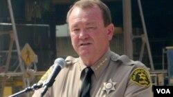 洛杉矶县警长麦克唐奈档案照片(美国之音国符拍摄)