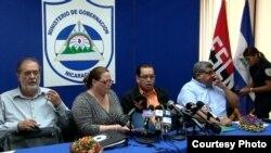 Ministra de Gobernación de Nicaragua, María Amelia Coronel (centro) negó que reclusas han sido torturadas.