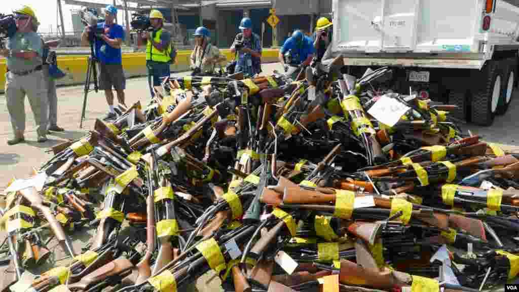 待融解的三千多件枪械(美国之音国符拍摄)