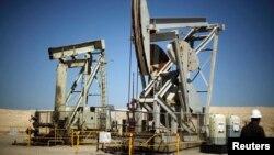 미국 서부 캘리포니아주의 석유 시추 시설.