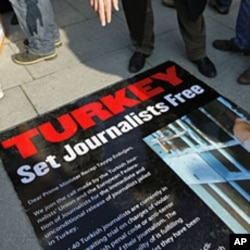 Journalists and their supporters gather outside the Justice Palace to protest against the detention of journalists in Istanbul, December 26, 2011