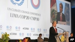 Peruvian Environment Minister Manuel Pulgar-Vidal speaking at the Climate Change Conference in Lima, December 1, 2014. (AP Photo/Martin Mejia)