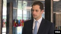 «اندرو پیک» معاون مدیرکل دفتر امور خاور نزدیک وزارت خارجه آمریکا