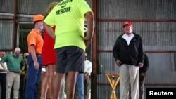 Rais Donald Trump atembelea maeneo yaliyoharibiwa na kimbunga Laura katika eneo la Ziwa Charles, Louisiana.