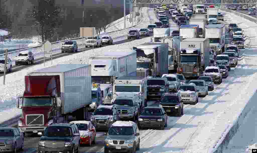 Traffic backs up along I-75 due to icy conditions on pavement in Detroit, Michigan, Jan. 7, 2014.