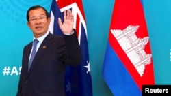 Cambodia's Prime Minister Hun Sen reacts to a journalist's question as he walks with Australian Prime Minister Malcolm Turnbull before the start of their bilateral meeting during the one-off summit of 10-member Association of Southeast Asian Nations (ASEA).