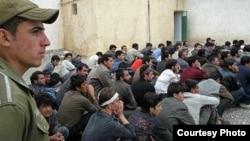 ایران افغانان د هرات د اسلام قلعه له لارې هیواد ته شړي.