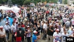 Protes anti pemerintah berlanjut di taman Gezi, Lapangan Taksim, Istanbul, Turki, Kamis (6/6).
