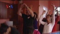 Yoga Tertawa, Musik Sayuran, Atlit Marathon Lansia - Liputan Pop News untuk Friends April 2012