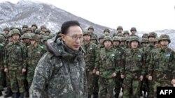Tổng thống Nam Triều Tiên Lee Myung-bak nói rằng một chủ trương quân sự cứng rắn không thôi sẽ không xoa dịu được căng thẳng trên bán đảo Triều Tiên