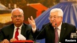 Presiden Palestina Mahmoud Abbas (kanan) di Ramallah, Tepi Barat Selasa (28/1) menolak rencana perdamaian Timur Tengah yang diumumkan Trump di Washington DC.