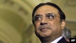 حکمران جماعت پاکستان پیپلز پارٹی کا کہنا ہے کہ صدر زرداری کے دورہ برطانیہ سے غلط فہمیوں کو دور کرنے میں مدد ملے گی۔
