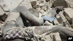 ສົບສະມາຊິກກຸ່ມຫົວຮຸນແຮງ Boko Haram ຄົນນຶ່ງ ທີ່ເສຍຊີວິດ ໃນເຫດລະເບີດແຕກ ຢູ່ບ່ອນເຮັດລະເບີດລັບ ແຫ່ງນຶ່ງ ໃນເມືອງ Maiduguri (2 ມີນາ 2012)