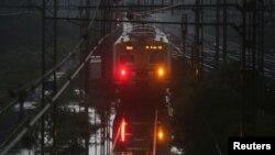 قطار گیر مانده در سیلاب در هند (عکس از آرشیف)
