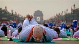 Thủ tướng Modi thực hành yoga trong Ngày Yoga Thế Giới