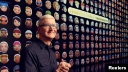 Apple CEO Tim Cook greets developers during Apple?s Worldwide Developers Conference at Apple Park in Cupertino, California, U.S., June 7, 2021. (Apple Inc/Handout via REUTERS)