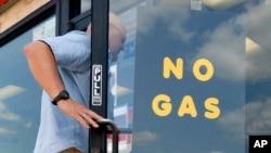 Sebuah pompa bensin di kota Bedford, Texas tidak lagi menjual bensin setelah bencana badai Harvey melanda negara bagian ini (foto: ilustrasi).