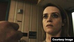 """Esta imagen de Bleecker Street muestra a Claire Foy en una escena de """"Unsane"""", de 2018, dirigida por Steven Soderbergh."""