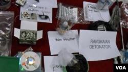 Barang-barang bukti yang disita oleh Polda Jateng dari para tersangka di Klaten, Jawa Tengah, Selasa (1/25).