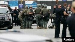 Kepolisian setempat tengah melakukan pencarian di Santa Monica College, California, menyusul insiden penembakan di kampus tersebut, Jum'at (7/6).
