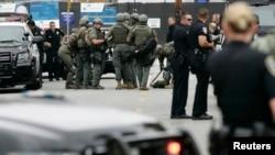 警方在聖塔莫尼卡一所學院內進行槍擊案調查