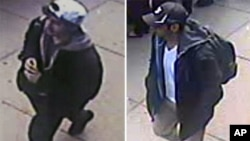 미국 FBI가 18일 공개한 보스턴 테러 용의자 2명의 사진.
