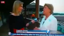 Phóng viên Alison Parker, trái, trong khoảnh khắc trước khi cô bị bắn chết, ngày 26 tháng 8, 2015.