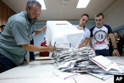 Pripreme za brojanje glasova na biračkom mjestu u Sarajevu, 7. oktobar 2018.