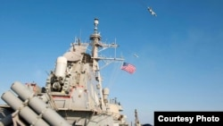 俄羅斯攻擊機在美國驅逐艦唐納德•庫克號附近飛越