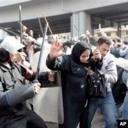 Une intervention de la police anti-émeute