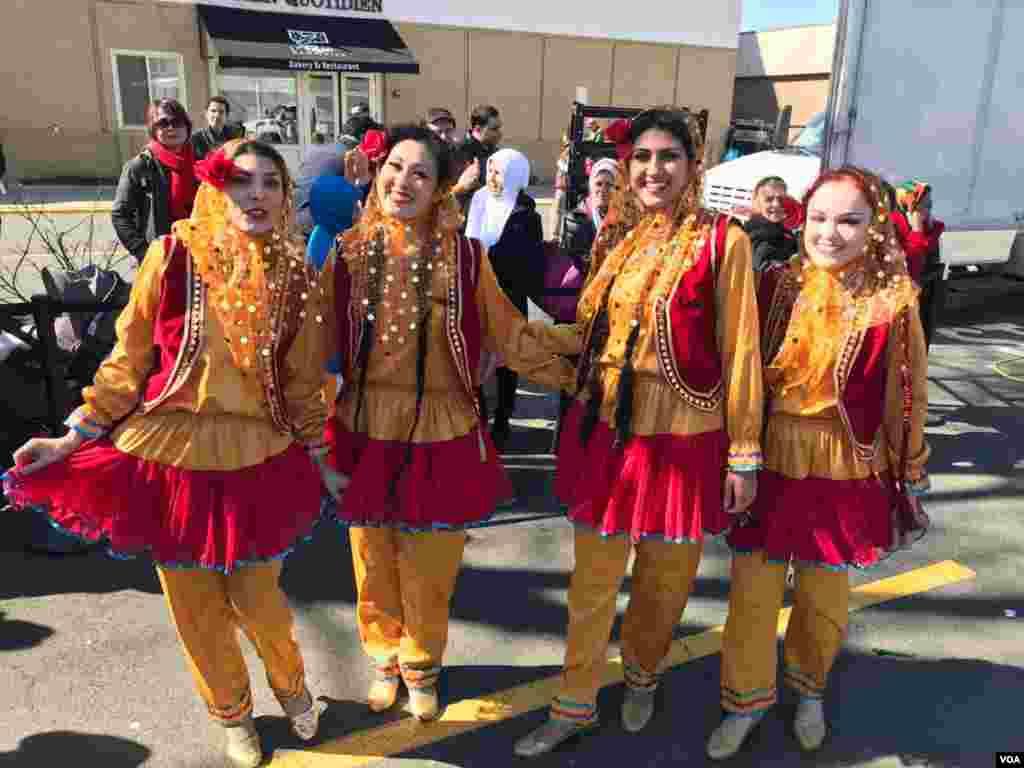 یک گروه رقص دیگر در جشن نوروزی در شمال ویرجینیا و حومه واشنگتن.