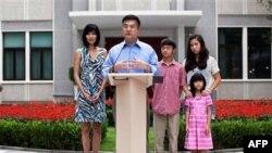 Tân đại sứ Mỹ tại Trung Quốc Gary Locke và gia đình